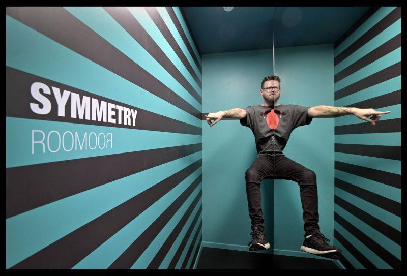 חדר הסימטריה